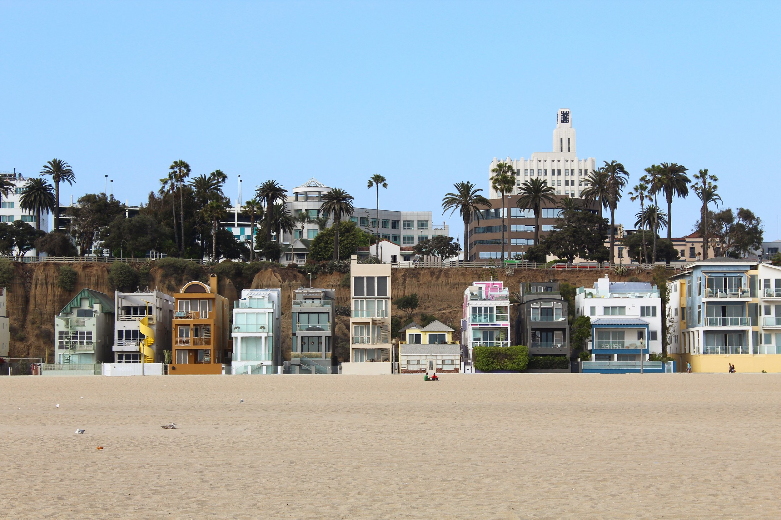 Adorable little row of houses in Santa Monica. Can I move here?