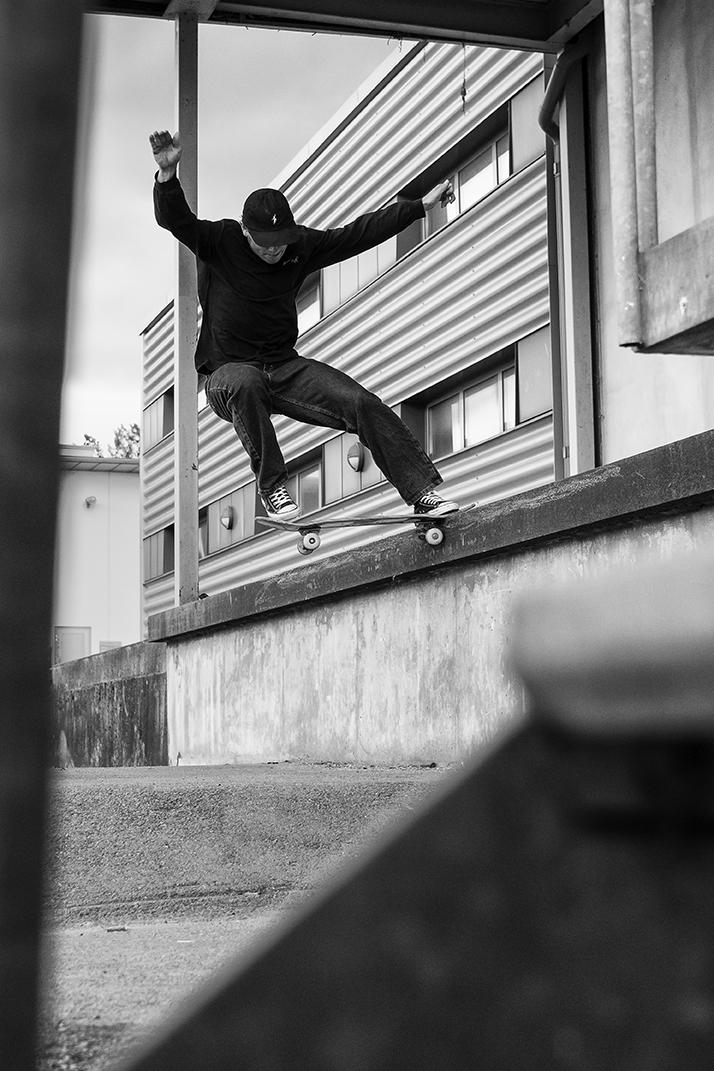 Frontside tailslide in Malmo. Photo by: Fabian Fuchs