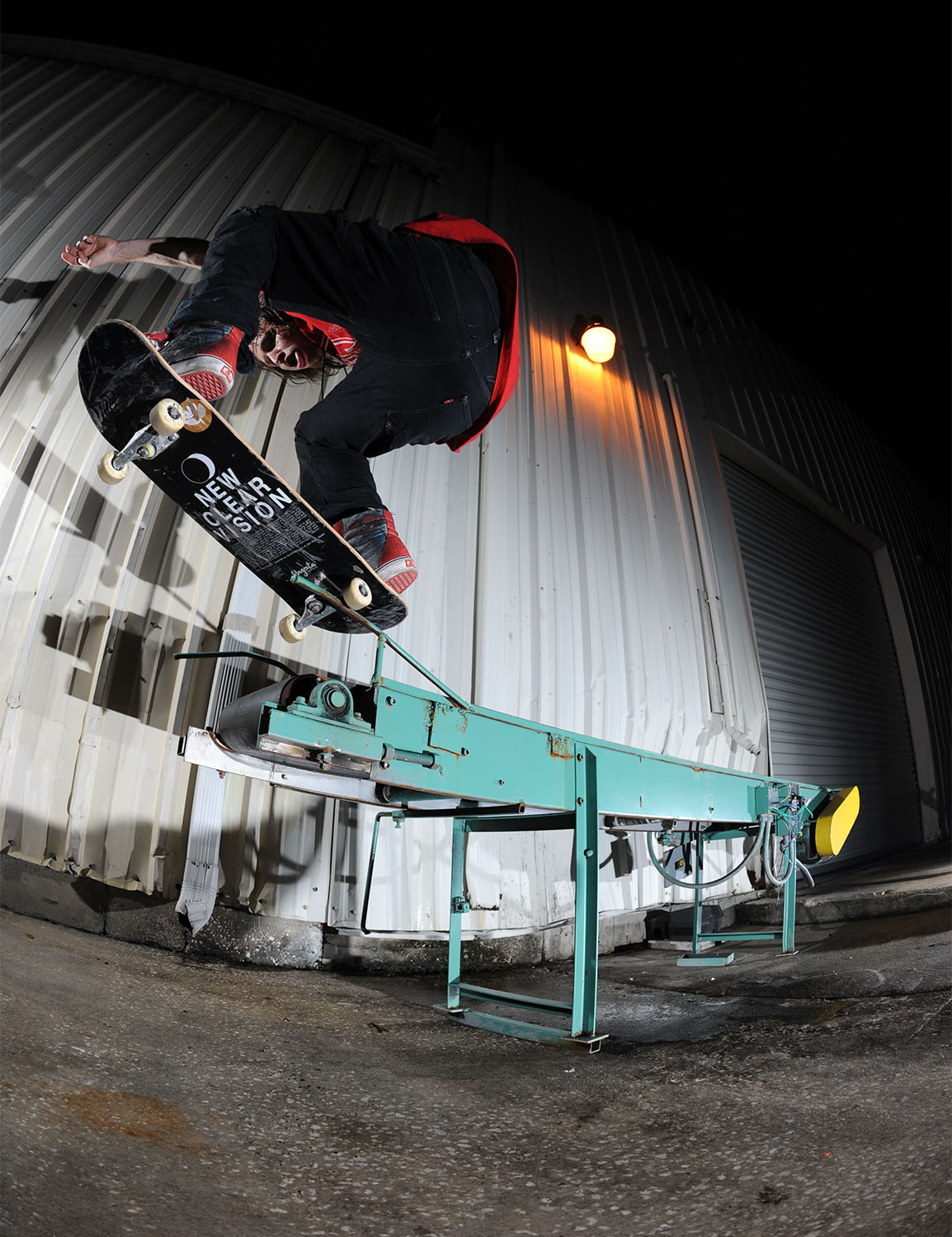 Frontside 50/50 to wallie out / Photo: Aaron Austin