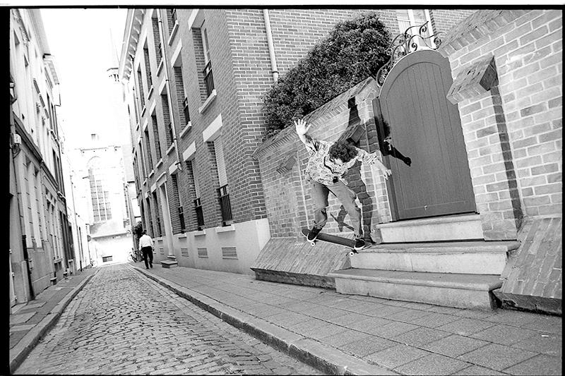 Zach BS-180 Nosegrind into the bank, Antwerp. Photo Richard Hart