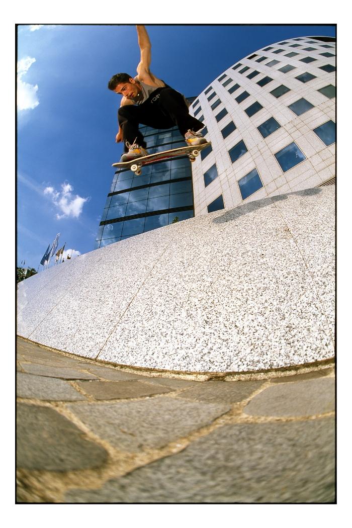 Peter Bici:backside ollie, Paris