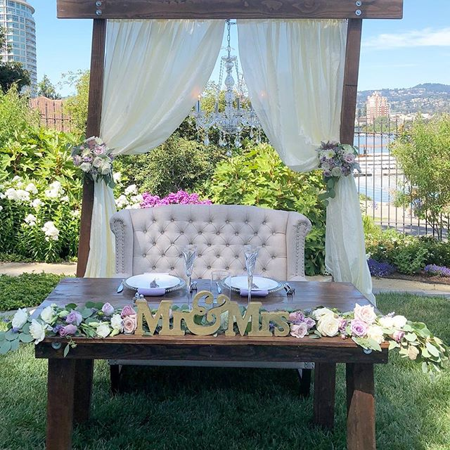 Sweetheart table 🌸#bloominaire #cameronstanfordhouse #jessandtksbigday #purplewedding #outdoorwedding #oaklandwedding #vintageweddibg #rusticwedding #lakemerritt