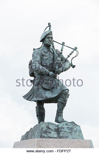 statue-of-piper-william-bill-millin-at (2).jpg