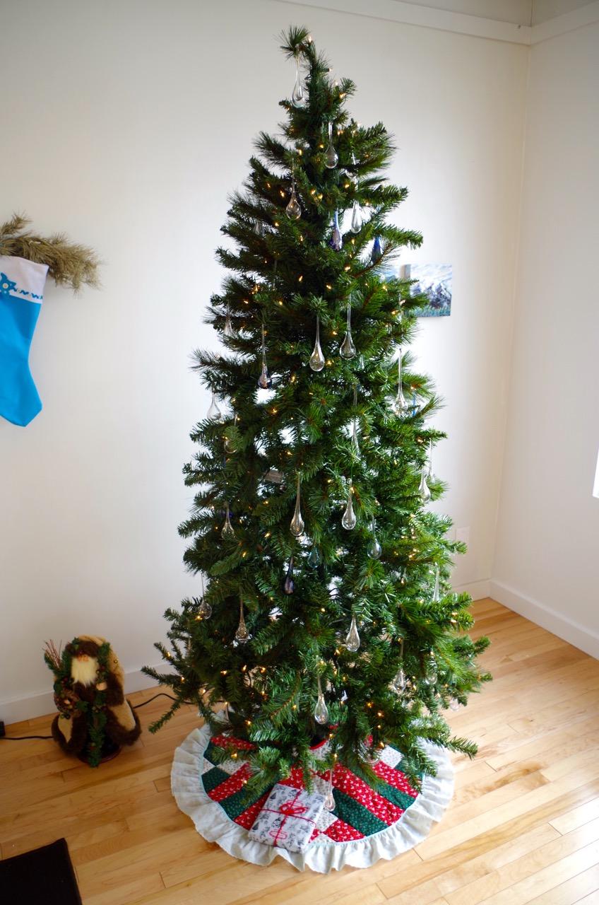 the blue christmas tree