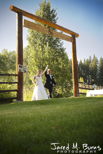 Mountain Springs Lodge Leavenworth Wedding Photographer - Grand enterance