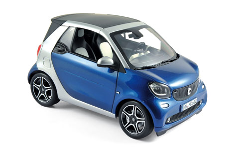 183438  Smart Fortwo cabrio 2015, zilver/blauw met., Norev