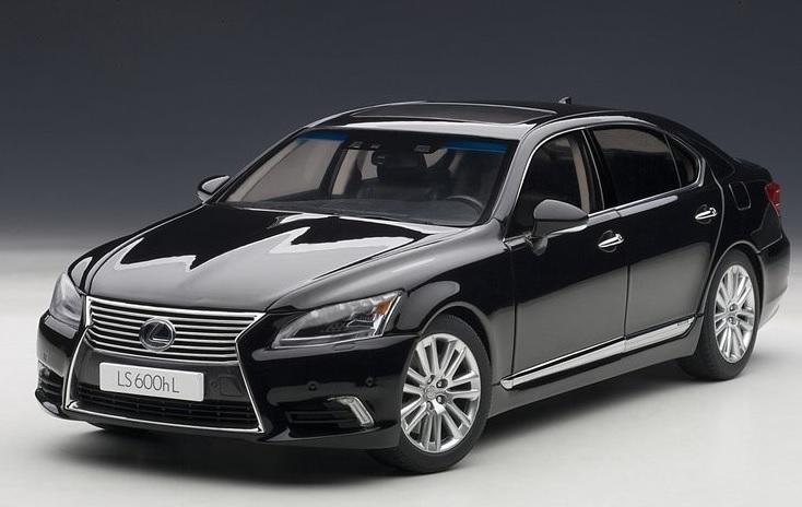 78842  Lexus LS600hL, zwart, AutoArt