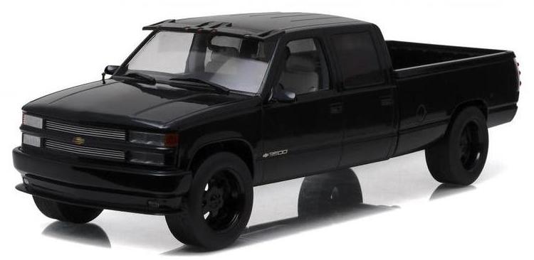 19016  1997 Custom Chevrolet Silverado 3500, zwart, Greenlight