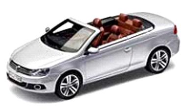1Q1099300A7W  VW Eos 2011, zilver, Kyosho