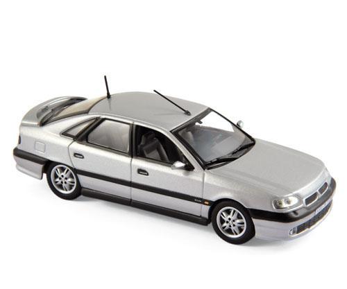 517747  Renault Safrane Biturbo Baccara 1993, zilver, Norev