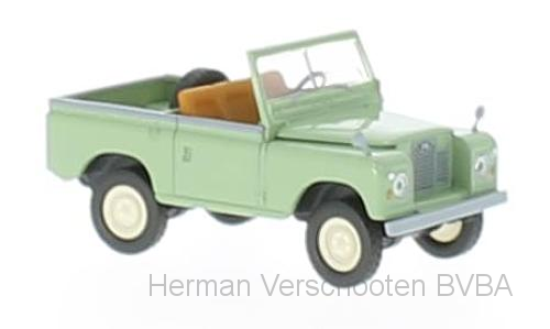 13850  Land Rover 88, blassgruen, Brekina