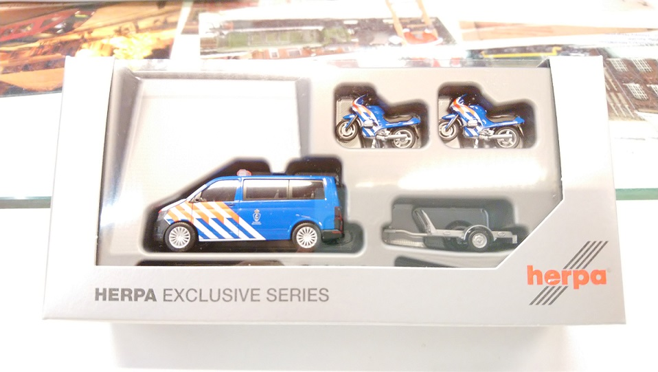 "930932  VW T6 + aanhanger ""Marechaussee"" (NL), Herpa"