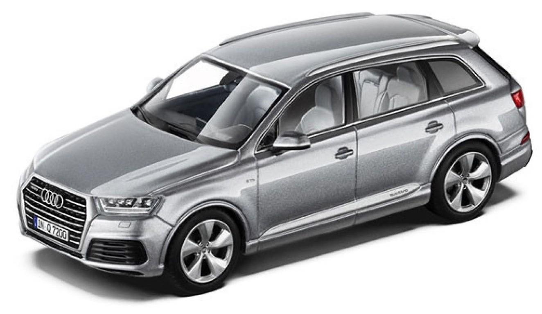 501.14.076.13 Audi Q7 2015, zilver, Schuco