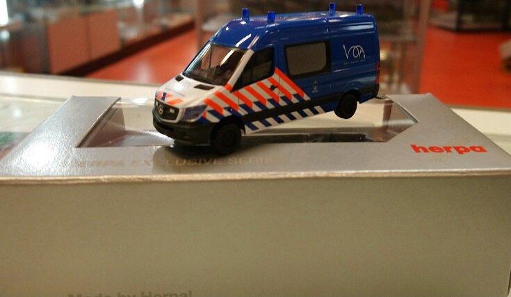 """936972    Mercedes Benz Sprinter """"Marechaussee (NL)"""", Herpa"""