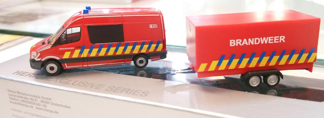 """936996 Mercedes-Benz Sprinter """"Brandweer + aanhanger (B)"""", Herpa"""