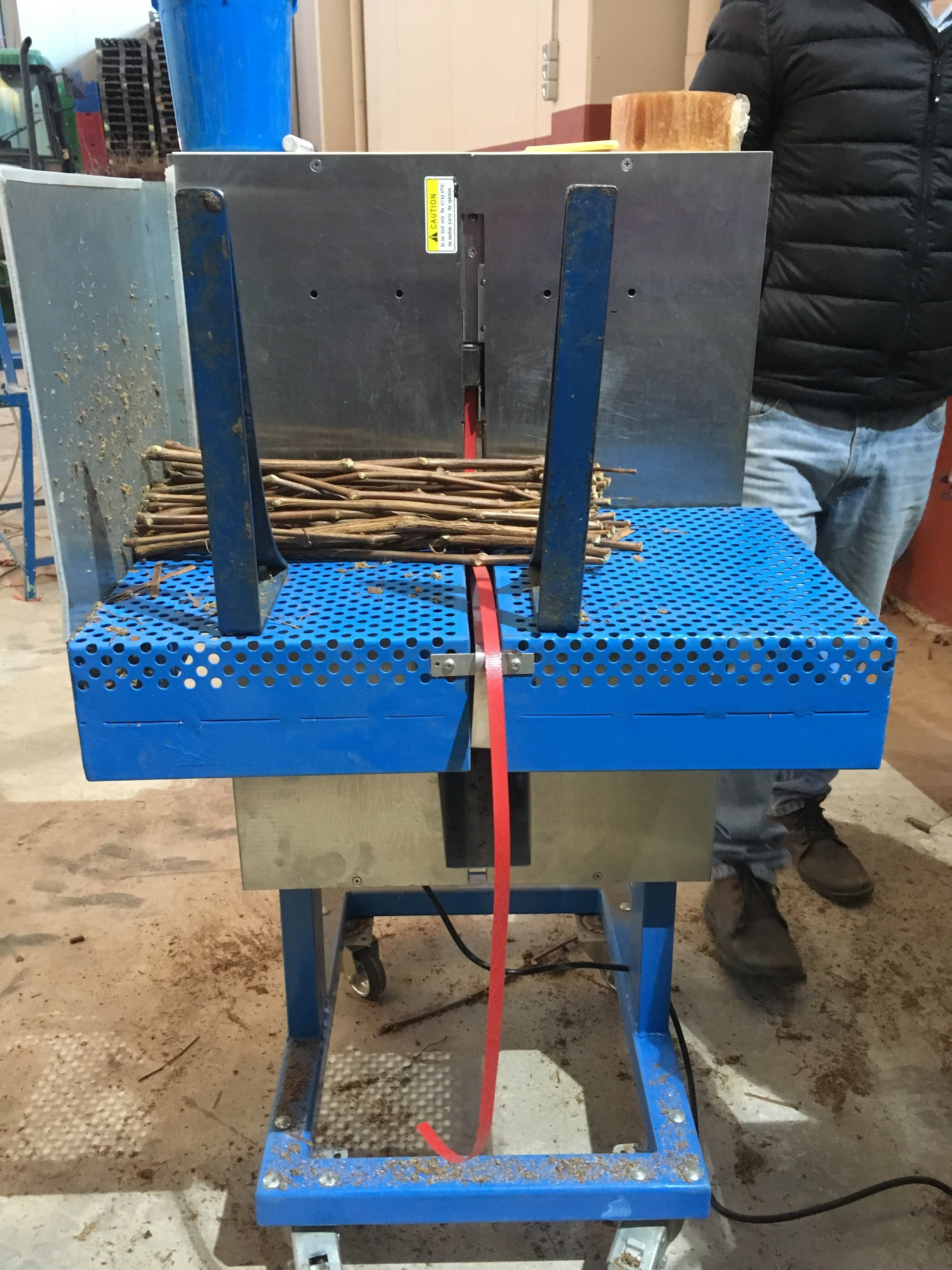 strapping-machine-for-vine-plants-wax-and-grafts