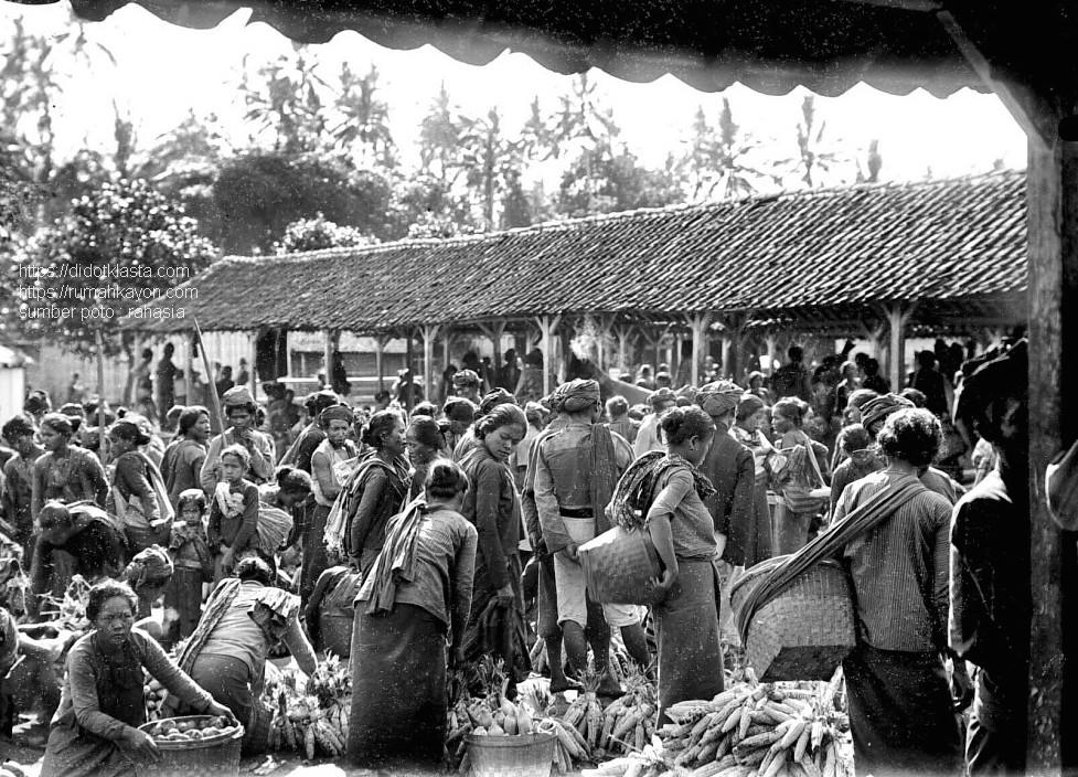 Pasar kotapraja Salatiga. 1911.
