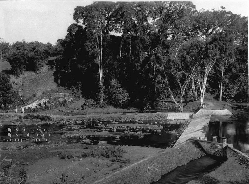 Areal sumber mata air Senjoyo (desa Tegalwaton kec. Tengaran kab. Semarang Jawa Tengah). 1925.