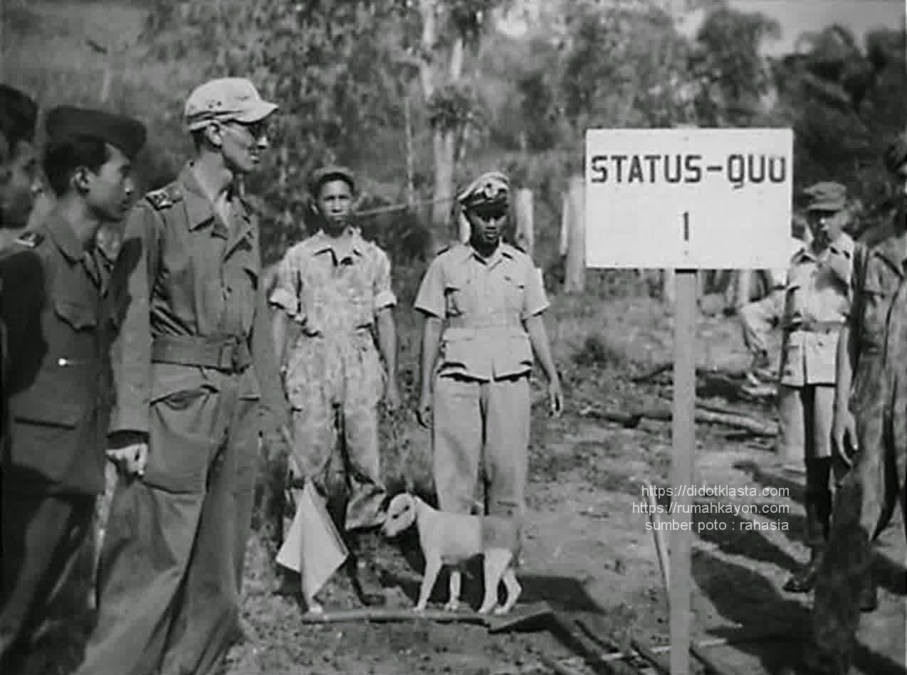 Patok penanda garis demarkasi antara wilayah Republik dan NICA di sekitar jembatan Kali Tanggi Klero kec. Tengaran kab. Semarang paska persetujuan Renville yang difasilitasi oleh Komisi Tiga Negara (AS, Belgia, Australia). 1948.