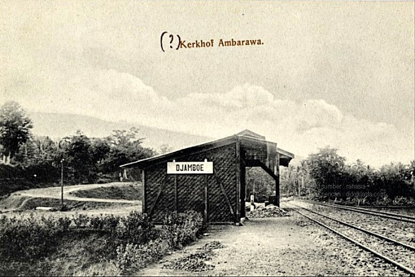 Stasiun kerata api berdinding bambu di kecamatan Jambu kab. Semarang Jawa Tengah. A. van Staveren. antara 1890 - 1906.