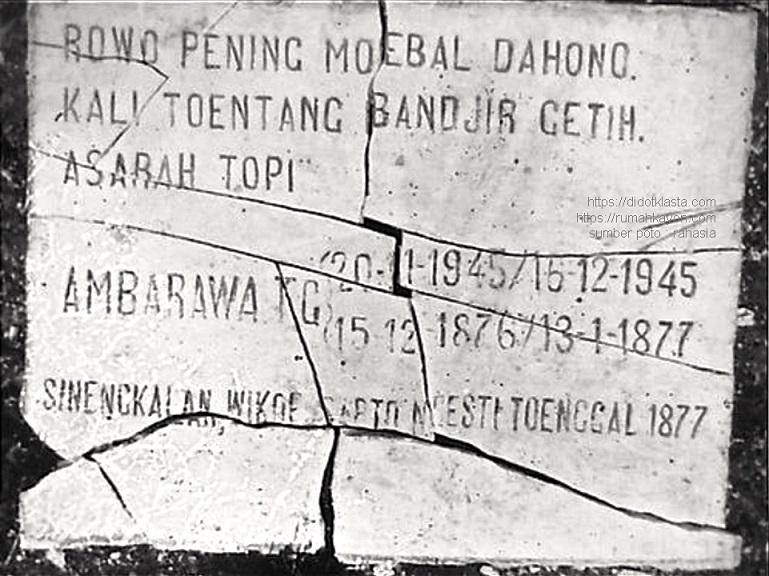 Plakat retak pada sebuah tugu (?) di Ambarawa bertulis, dalam bahasa Indonesia, Rawa Pening (danau di dekat Ambarawa) meluap-luapkan api. Sungai Tuntang (berhulu di Rawa Pening) banjir darah. 'Asarah topi' agak membingungkan. Untuk penanggalan di situ juga tertulis versi jawa, dengan 'sengkalan' cara simbolik secara terbalik untuk menunjukkan sebuah tahun jawa tertentu.. Wikoe - Wiku - Gunung = 7. Sapto - Sapta = 7. Ngesti - Usaha = 8. Tunggal = 1.