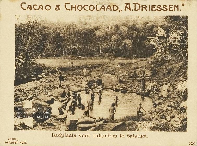 Tempat mandi untuk pribumi di Salatiga. Apakah ini yang sekarang Kali Wedok Kalitaman? ca 1930.