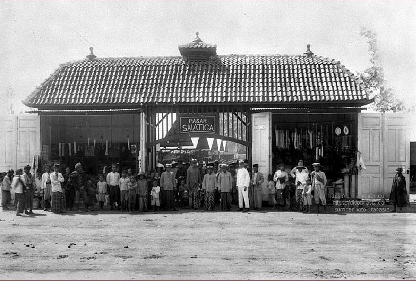 Pintu gerbang Pasar Salatiga. 1925