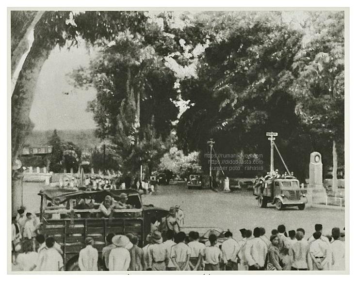 Dari Semarang bala tentara Jepang masuk ke kota Salatiga yang berjarak 50 km di Selatan Semarang. Maret 1942.