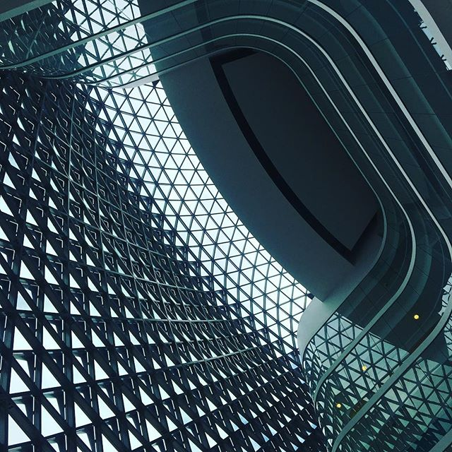 The faceted lofty heights of Sahmri's interior. South Australian Health and Medical Research Institute - Frontiers of science healthy Ageing conference 2019 so many brilliant minds and incredible research @leahroselaurel #sahmribuilding #ausfo19