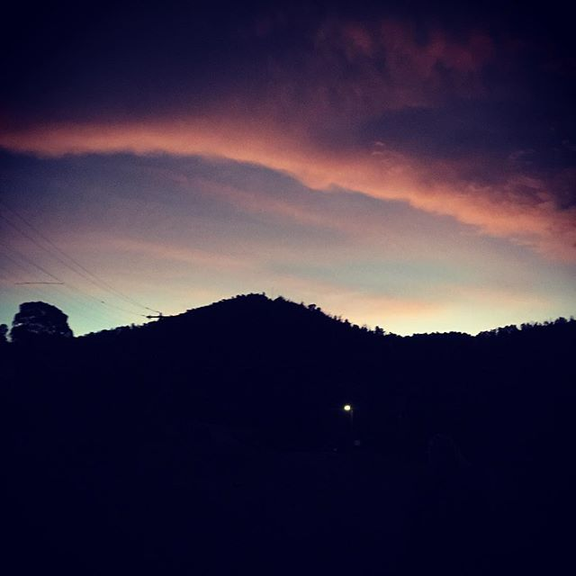 Home stretch and it's solitary lone street light ☺️ the nights are so silent and dark out here. This picture doesn't really do the steep ass hill @paralleldistortion and I ran/ rock scrambled up over Easter any justice... #trailrunning #sunset #mountains #yarravalley