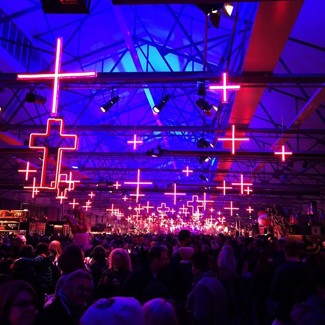 Sub zero temperatures, giant fires, mulled wine, epic donuts 🍩 an incredible plethora of installations.  The locals know how to show you a great time and brave the cold. Dark Mofo it was short and sweet, but definitely worth it. Tasmania you rugged bitterly cold beauty, till next time 🖤 @dark_mofo