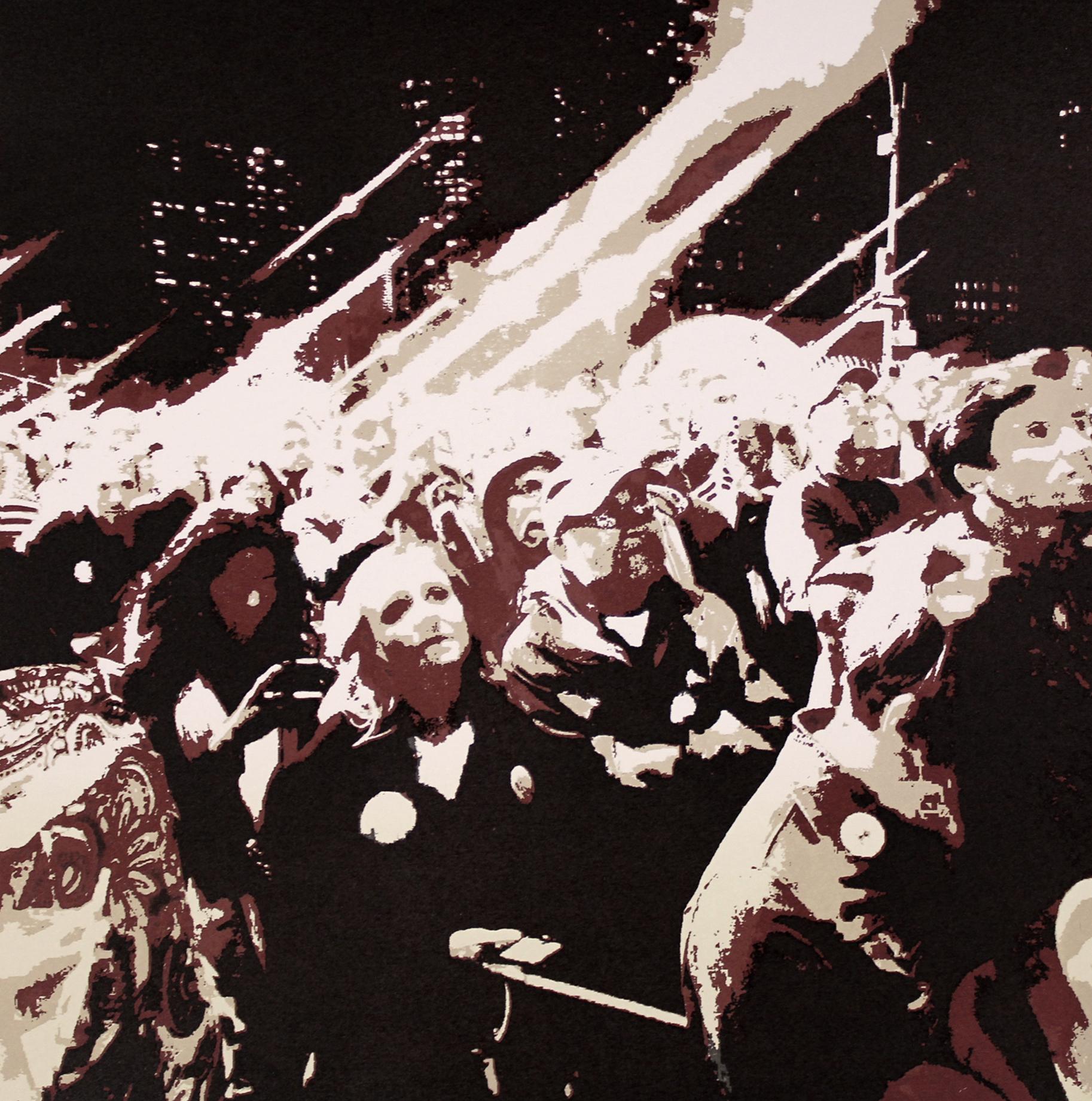 Motivet er fra silketrykkserien En Passant Limitless. En samtidsskildring om menneskeskjebner i kjølvannet av økonomiske og politiske endringer. Motivet er hentet fra NYC,valgnatten 8. november 2016  Mødrene til ofrene i Charlotte sto samlet opp om den første kvinnelige presidentkandidaten i USA' s historie. En fremtid bygget på tillit og forsoning, på tvers av raser og kjønn.