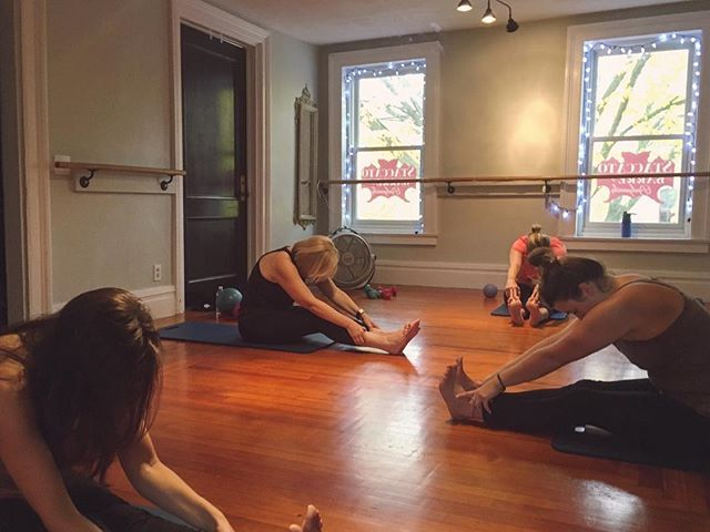 Love on those muscles and end each #staccatobarre class with a little stretch sess. 🙆
