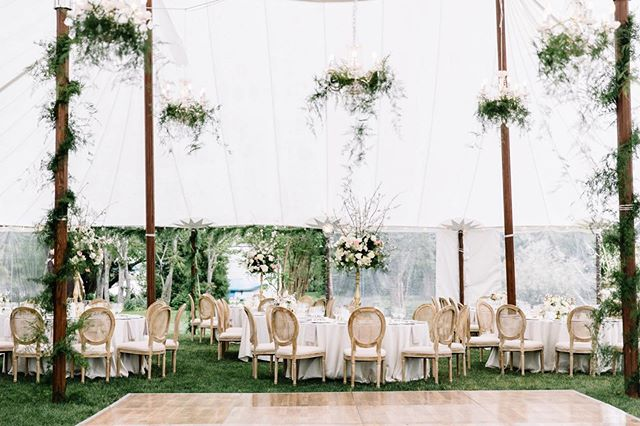 Dreamy garden sail cloth receptions 🙌🏻✨🌿🌸 While I'm dying to shoot more open air receptions, I'll be the first to convince you that sail cloth tents will reflect some seriously amazing light for your celebration!!
