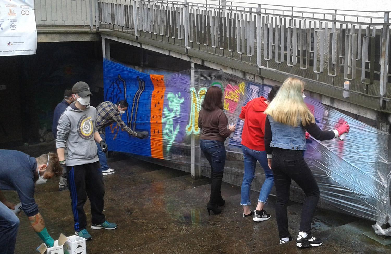Ganz gleich ob Profi oder Laie: Alle Schüler engagierten sich sehr – trotz Regen und Wind in Bremerhaven Lehe.