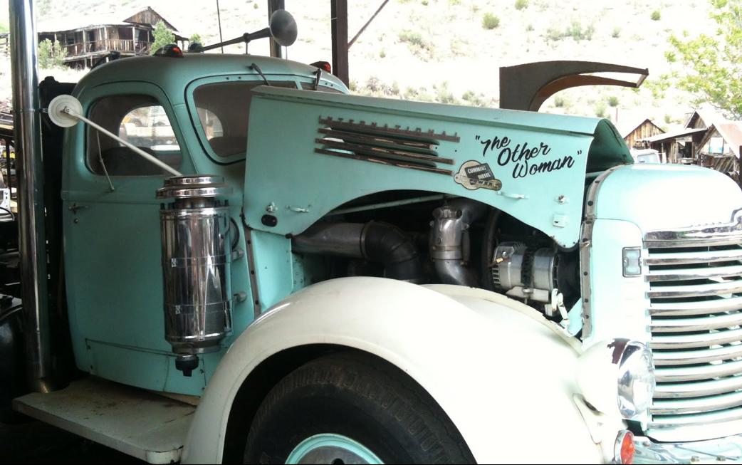Diesel Power: Mit diesem Truck reisen Don's Schätze zu Oldtimerveranstaltungen in Arizona.