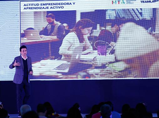 Juan Freire durante su conferencia en el  CIIE 2015 .