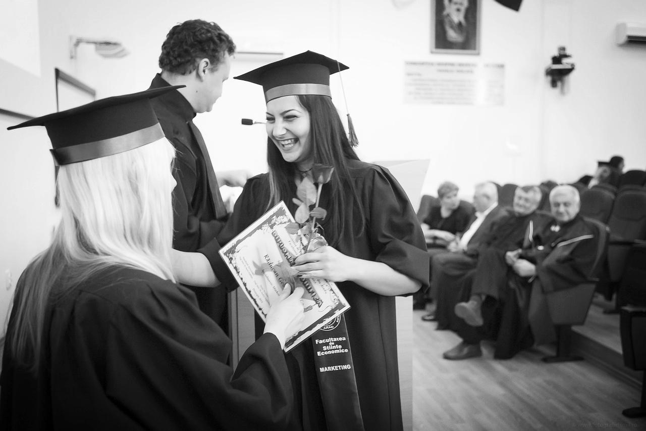 En The Future of the Degree: How Colleges Can Survive the New Credential Economy, Jeffrey J. Selingo, catedrático y experto en educación superior, delinea los mayores retos que los títulos universitarios enfrentan hoy en día en la economía del conocimiento. -
