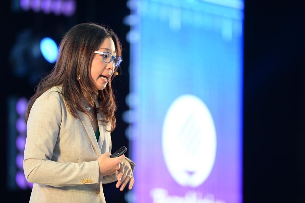 Michelle Weise nos invita a romper con el pensamiento lineal, abrazar los retos del futuro inestable y entender las transformaciones tecnológicas. -