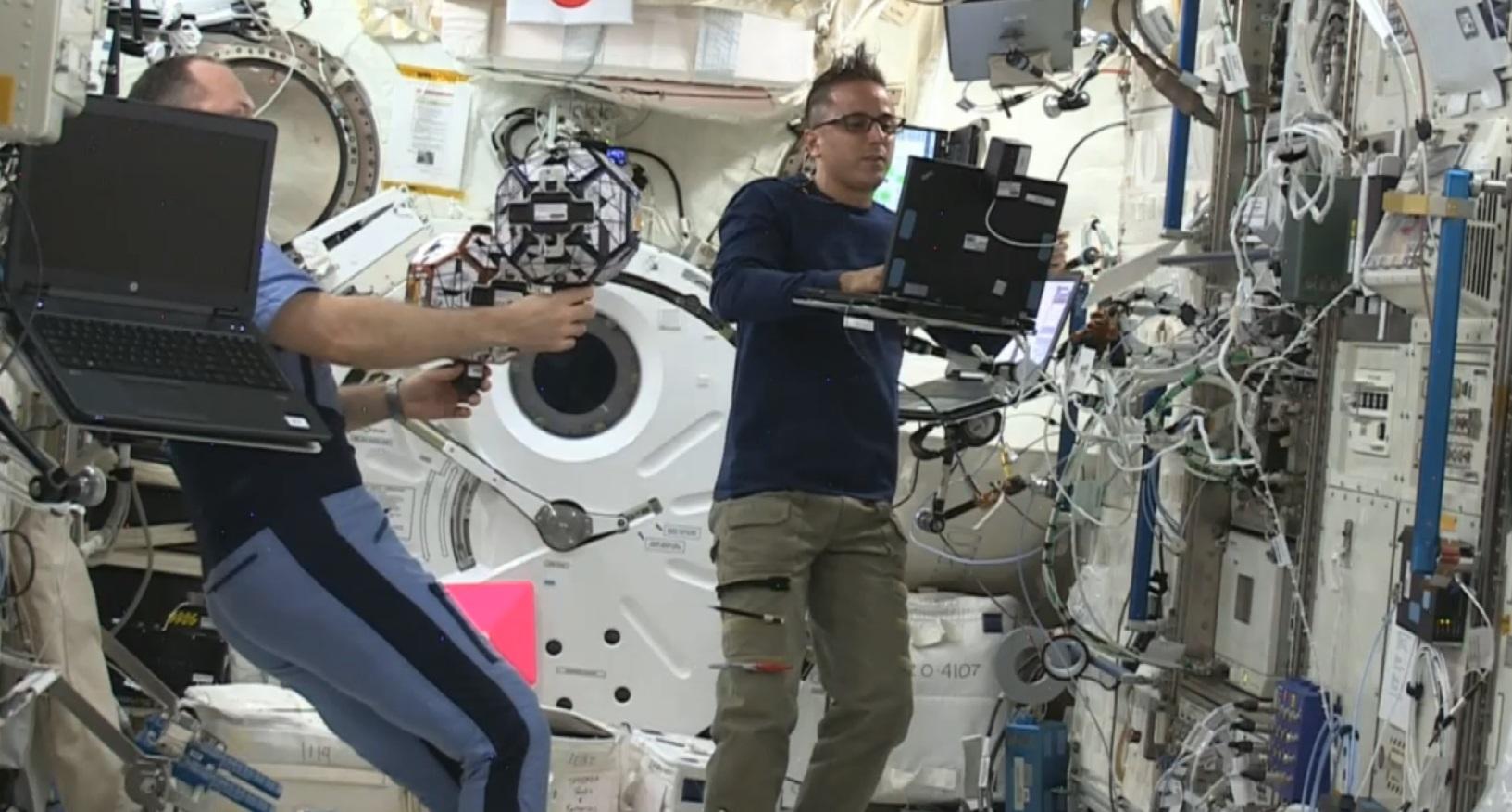 El experimento es supervisado por astronautas y se realiza en una cápsula de la Estación Espacial.