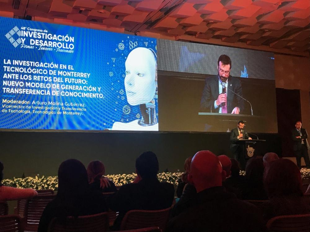 Joaquín Guerra, Vicerrector Académico de Innovación Educativa del Tec, definió la nueva política de la institución de acceso libre a su contenido educativo y académico. - Fotos: Observatorio.
