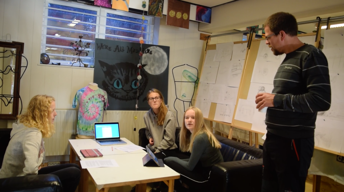 Escuela Dinamarca.png