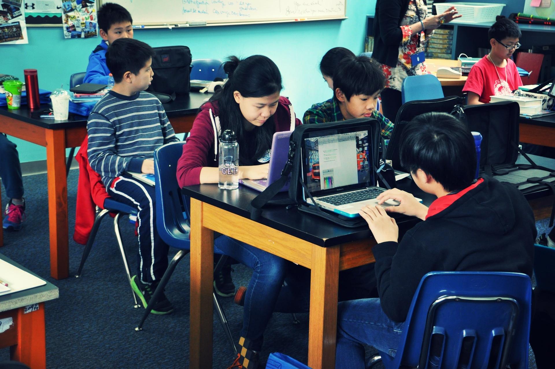 El IV Estudio sobre el uso de la Tecnología en la Educación tiene por objetivo analizar cómo se está llevando a cabo la integración de las TIC en el ecosistema educativo y cómo está afectando al proceso de enseñanza-aprendizaje. -