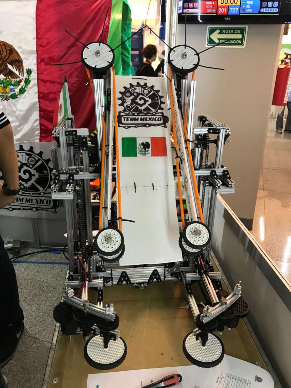 Robot  Mu'k'a'an, del equipo del Tec de Monterrey.