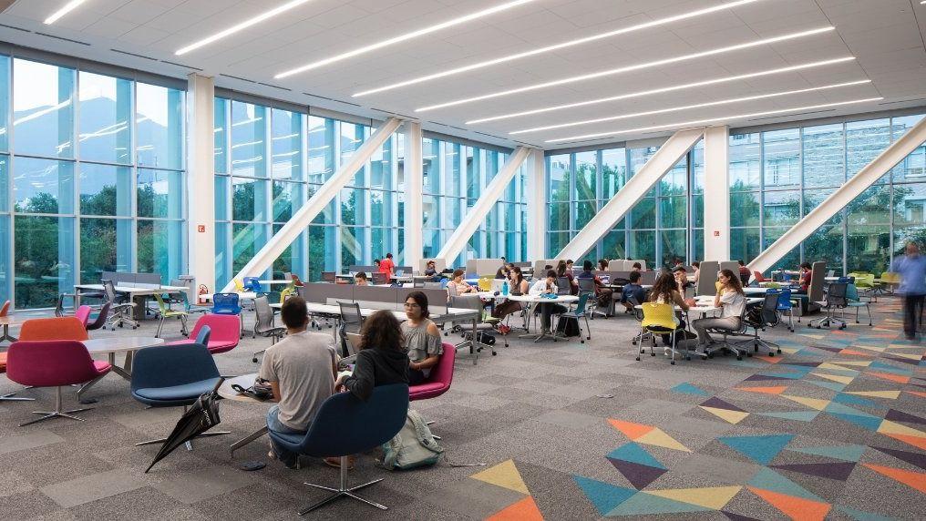 El Modelo Educativo Tec21 apuesta por un aprendizaje basado en retos en el que se combina la enseñanza teórica con la adquisición de habilidades. - Foto: Biblioteca del Tec de Monterrey.