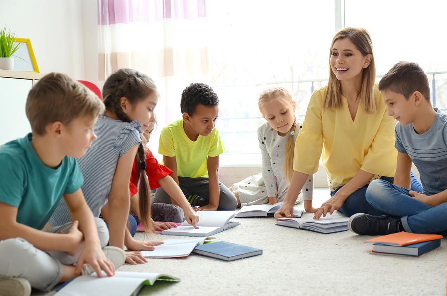 La distribución de un salón de clases debe ser flexible y satisfacer las necesidades de distintos propósitos educativos. - Foto: Bigstock