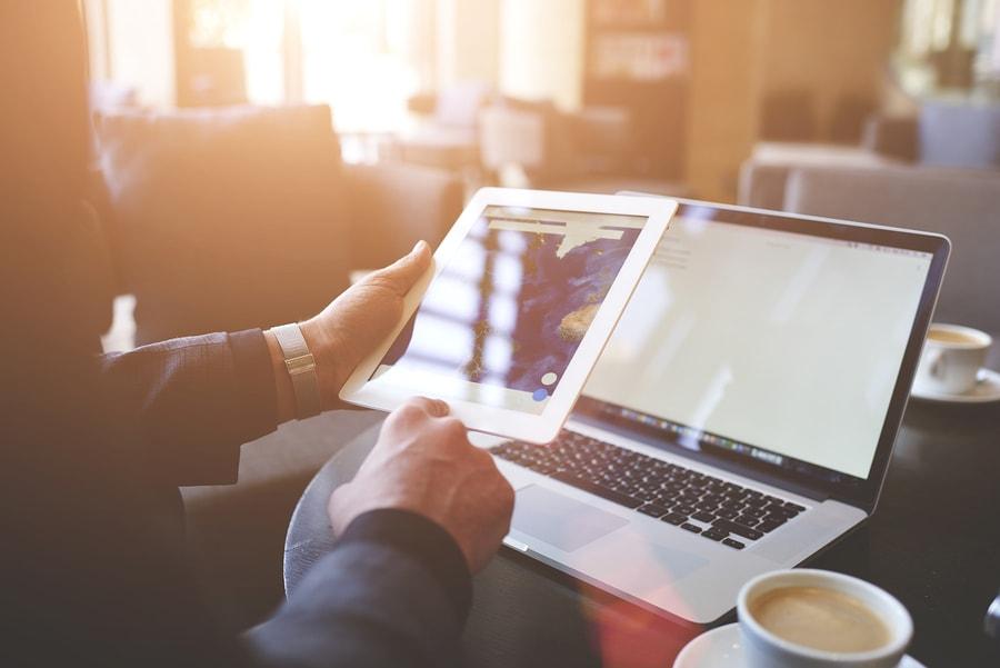 El contenido proporciona una visión introductoria a la inteligencia artificial para transformar todo tipo de industrias. La mayor parte del currículo se centra en la gestión del impacto de la IA en la estrategia, la cultura y la responsabilidad de las empresas. - Imagen: Bigstock