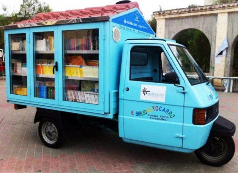 A pesar de ser un invento viejo, las bibliotecas móviles aún tienen un propósito. - Foto: The Owner-Builder Network.