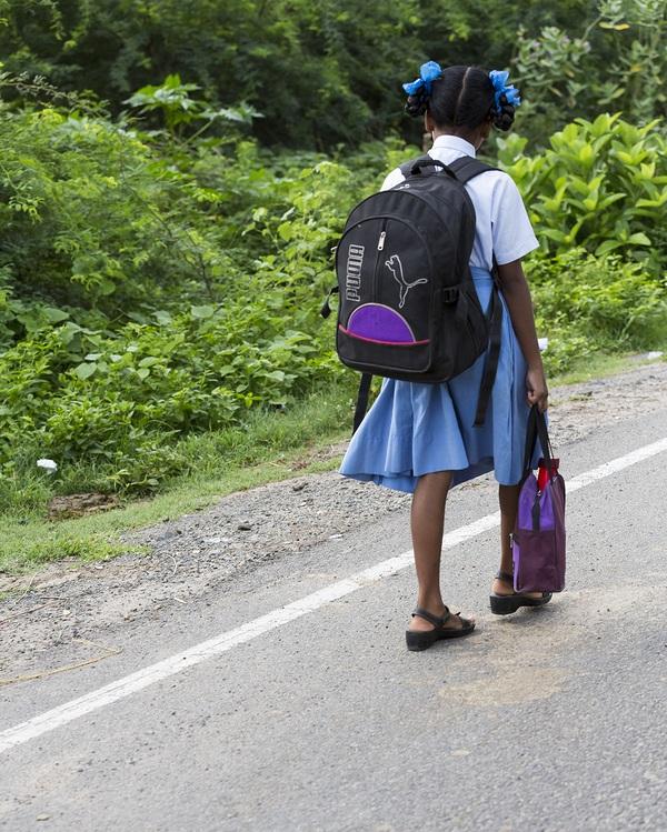 ¿Qué programa educativo podría evitar que los alumnos desistan de hacer un gran esfuerzo para llegar a la escuela todos los días? -