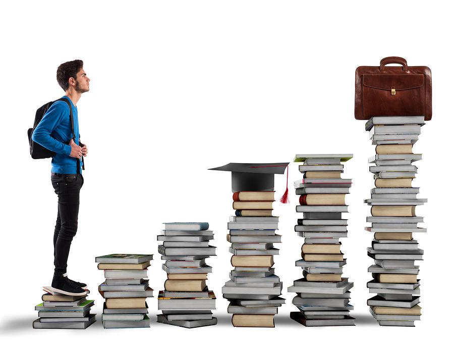 Según la Coalición para el Desarrollo Profesional, integrar un programa de preparación para la carrera profesional desde la secundaria puede revolucionar el sistema educativo. - Imagen: Bigstock